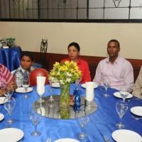 La familia de Arelis Reynoso, su hermana Magda Reynoso, su hijo Christian Hernandez, otra hermana Laura Reynoso, su hermano Jose Rafael Reynoso, junto a Hector Gomez, de la Z101 y colaborador de DeporVida.net
