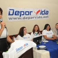 Sonia Matos; Maestra de Ceremonias y escritora de DeporVida.net junto al equipo