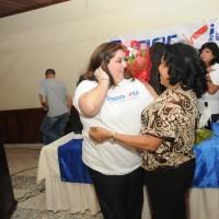 Brenda Bueno fue sorprendida en su cumpleaños por la Sra. Andrea Carrasco, la abuela de su esposo Daniel Hernandez